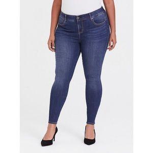 🆕Torrid Bombshell Medium Wash Skinny Jeans 18 NWT
